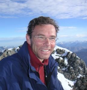 Foto van Jetze Tjalma op de top van de Piz Bernina in Zwitserland, geschoten door Peter Boogaard